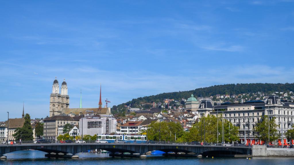 Die berühmte Münsterbrücke in Zürich