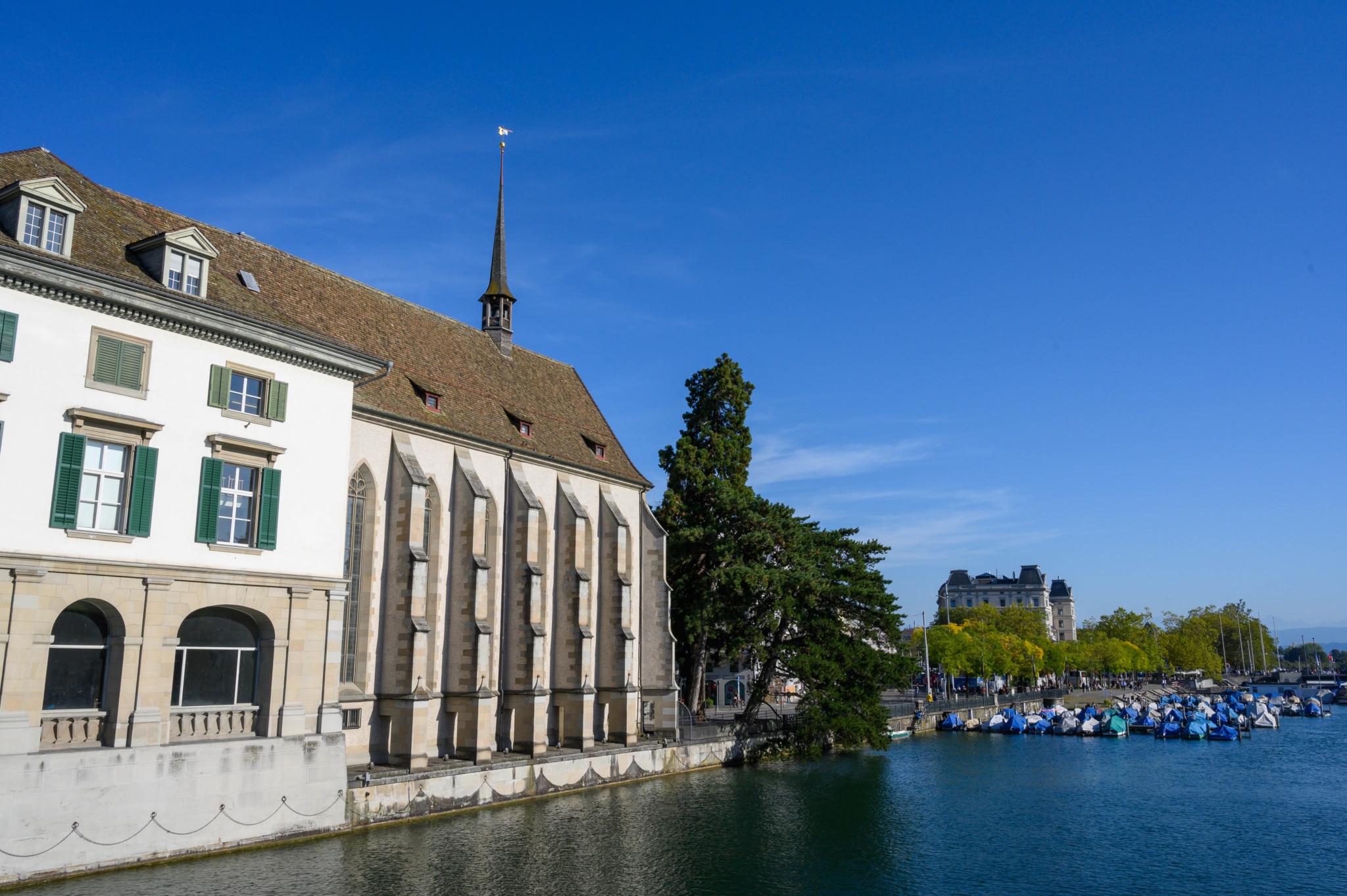 Wasserkirche als berühmte Sehenswürdigkeiten in Zürich