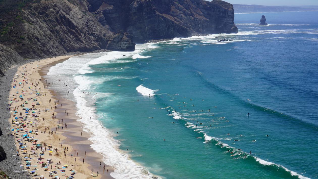 Praia do Arrifana gehört zu den schönsten Stränden an der Algarve