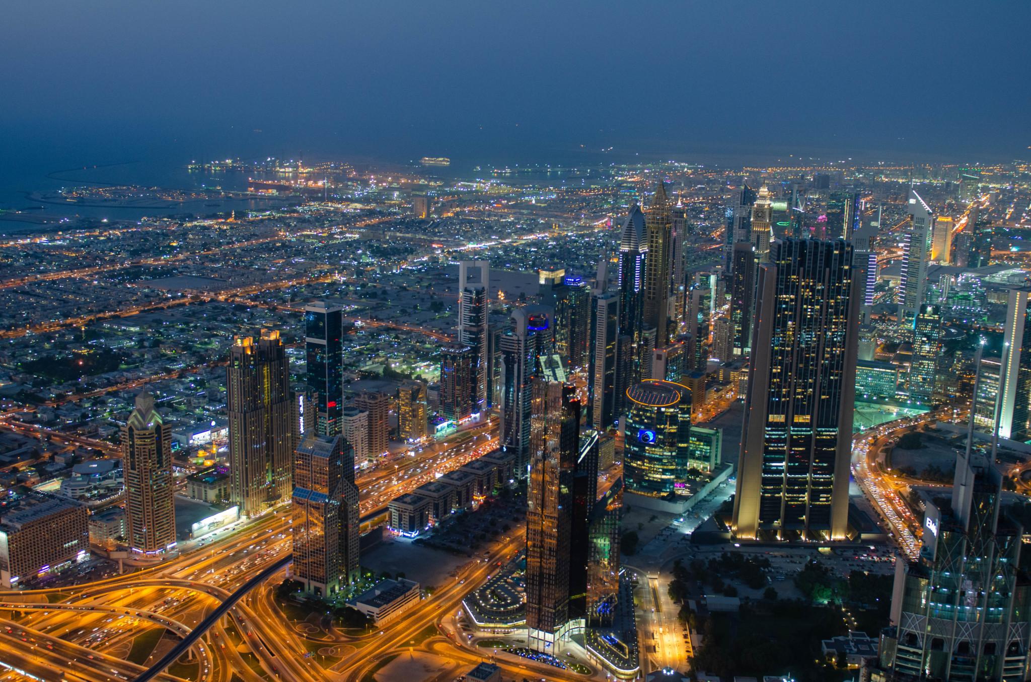 Ausblick von der Burj Khalifa Aussichtsplattform auf die Sheikh Zayed Road