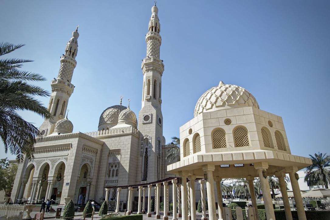 Die Jumeirah Moschee zählt zu den schönsten Dubai Sehenswürdigkeiten