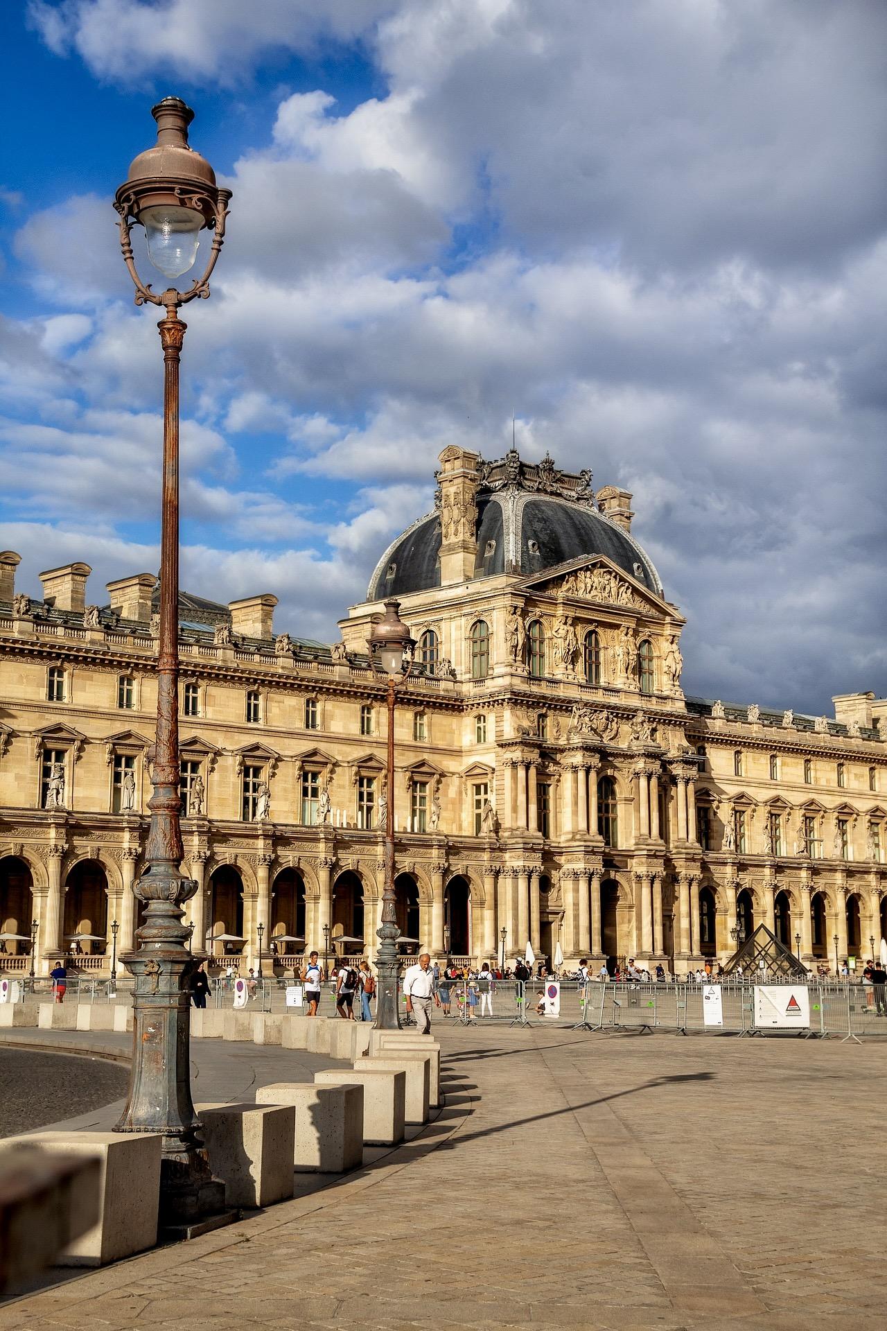 Louvre von außen