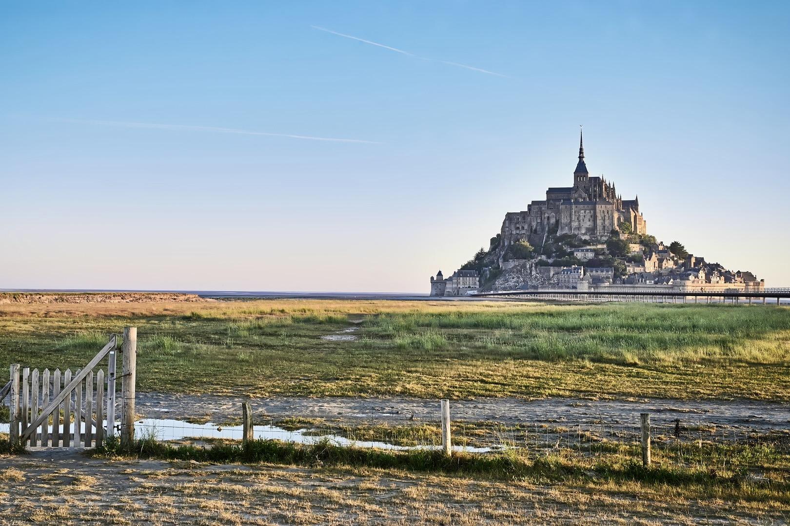 Mont Saint Michel gehört zu den bekanntesten Sehenswürdigkeiten in Frankreich