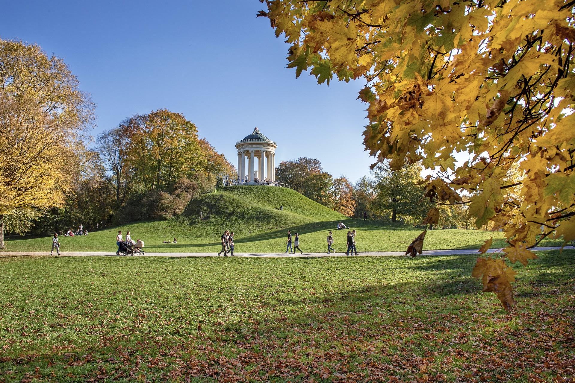 Der Englische Garten zählt zu den besten München Sehenswürdigkeiten