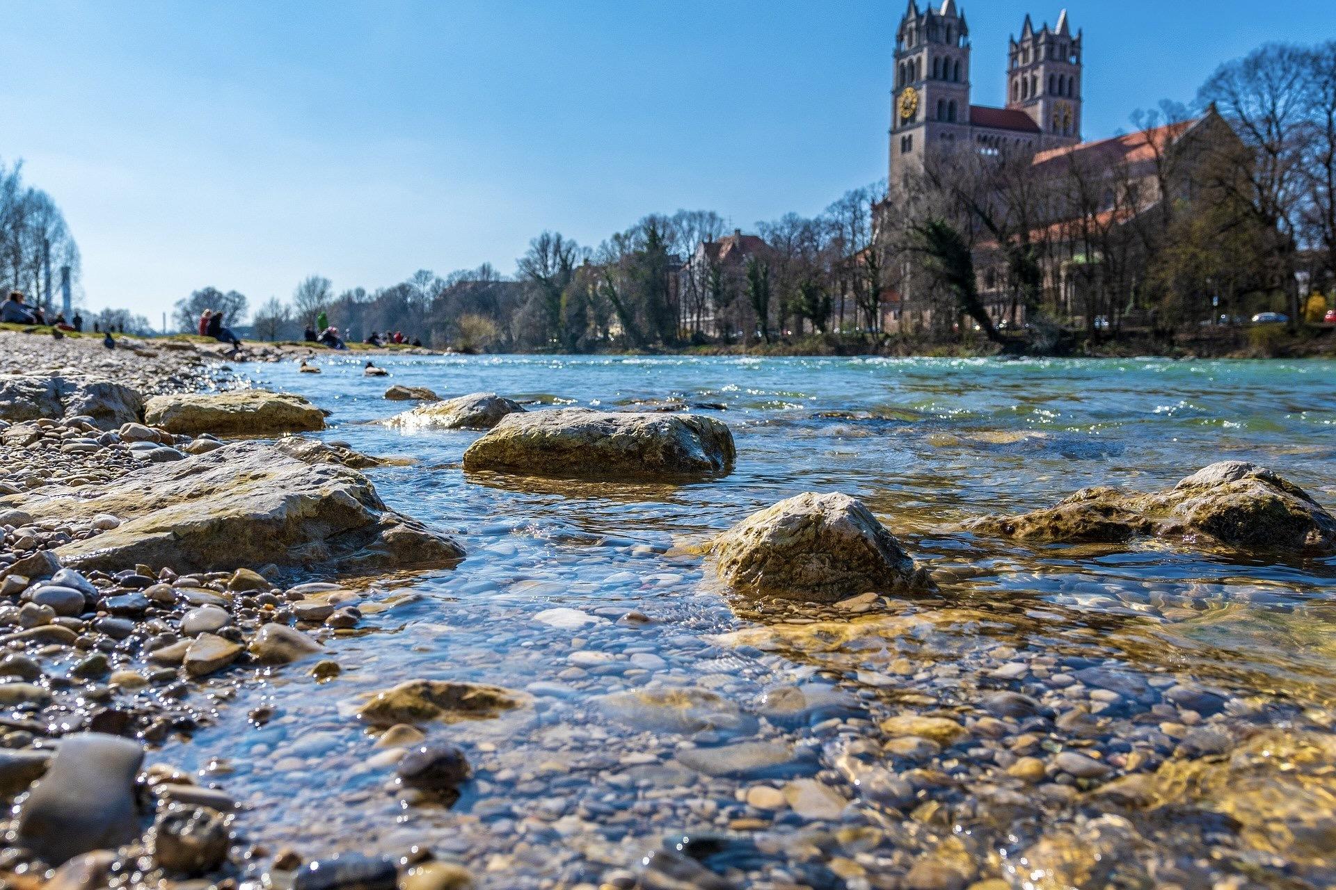 Die Isar zählt zu den Top München Sehenswürdigkeiten