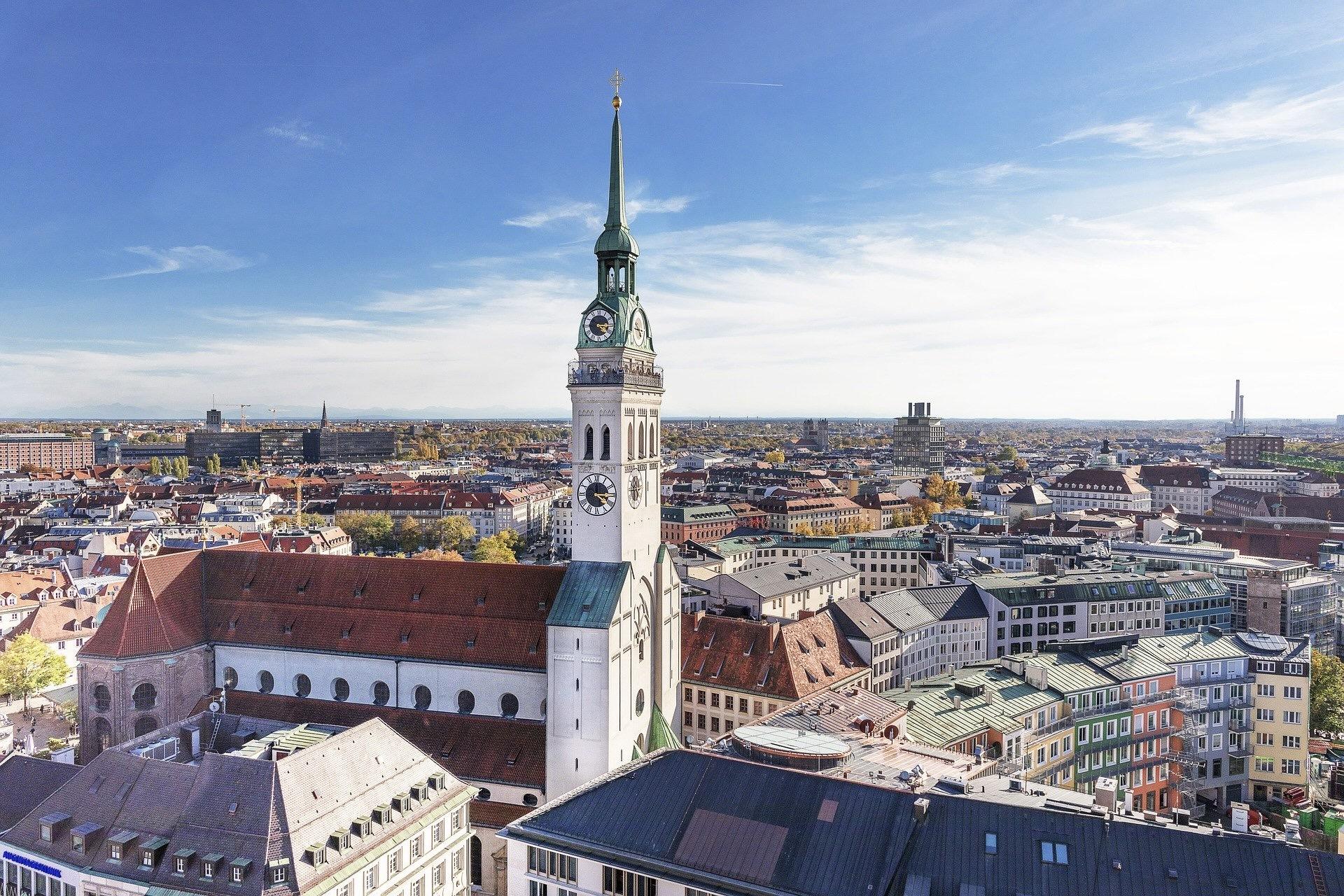 Der Alte Peter ist eine Kirche mit dem besten Ausblick auf München