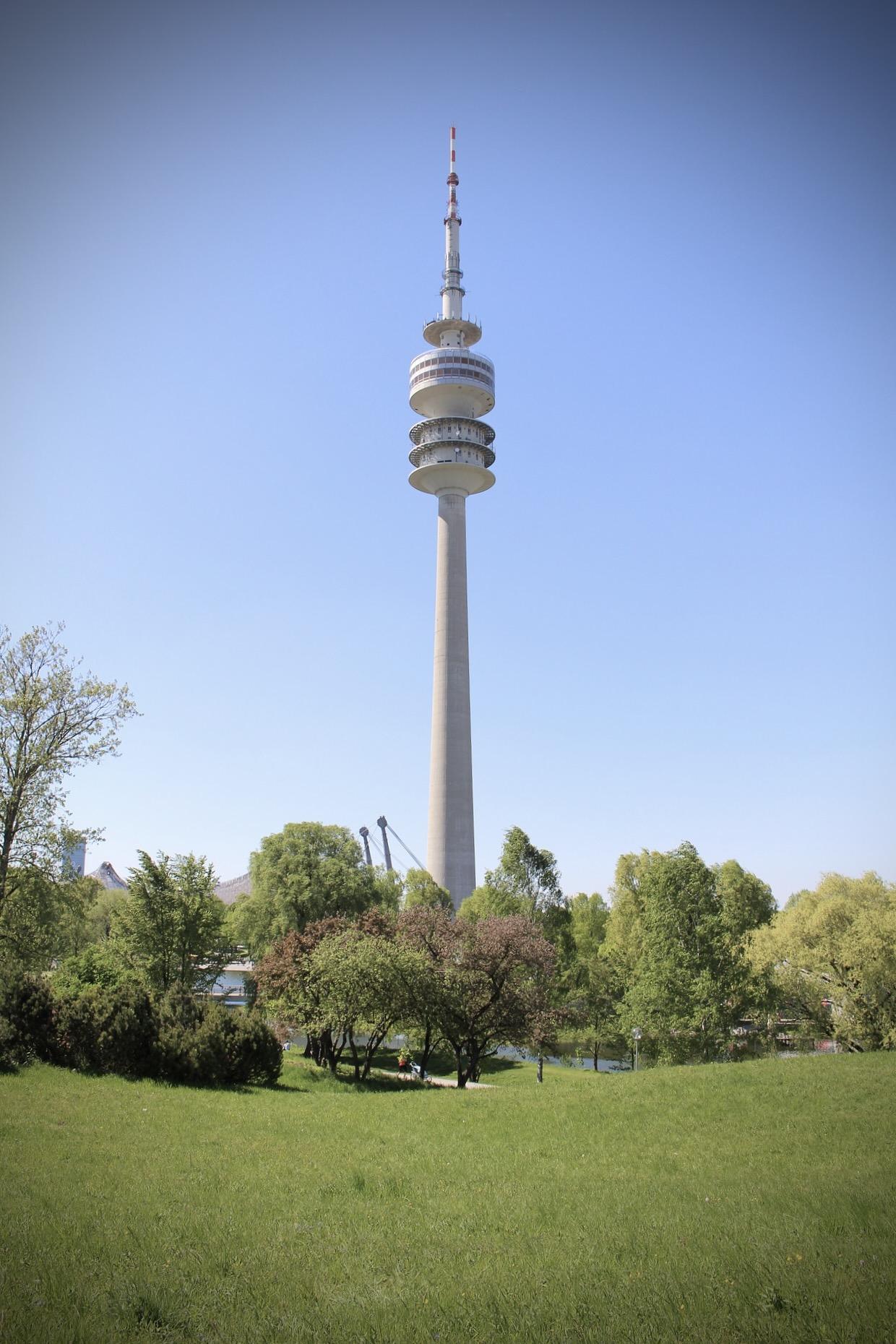 Der Olympiaturm ist ein Highlight unter den Aussichtspunkten Münchens