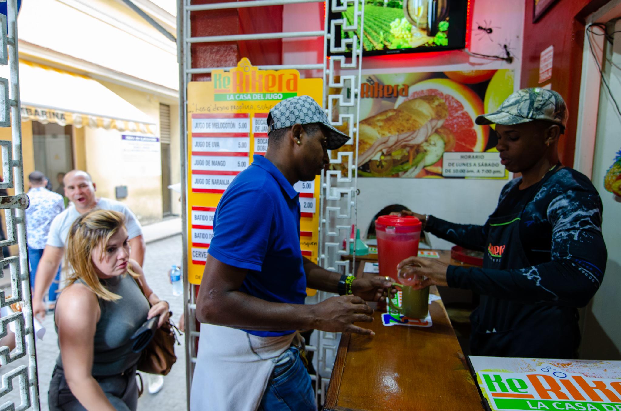 Typischer Saftladen in Kuba