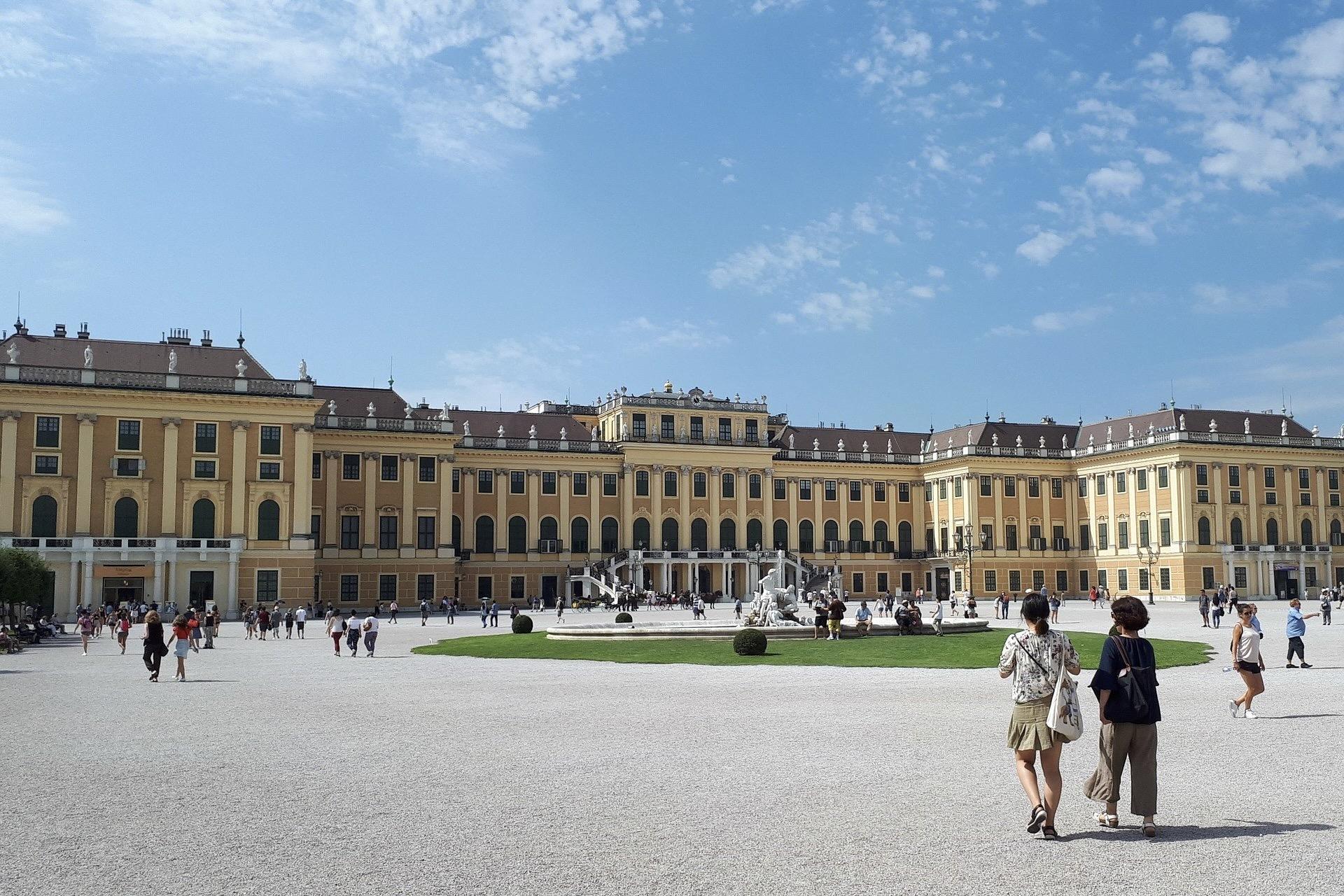 Wien mit dem Schloss Schönbrunn ist eine beliebte Städtereise