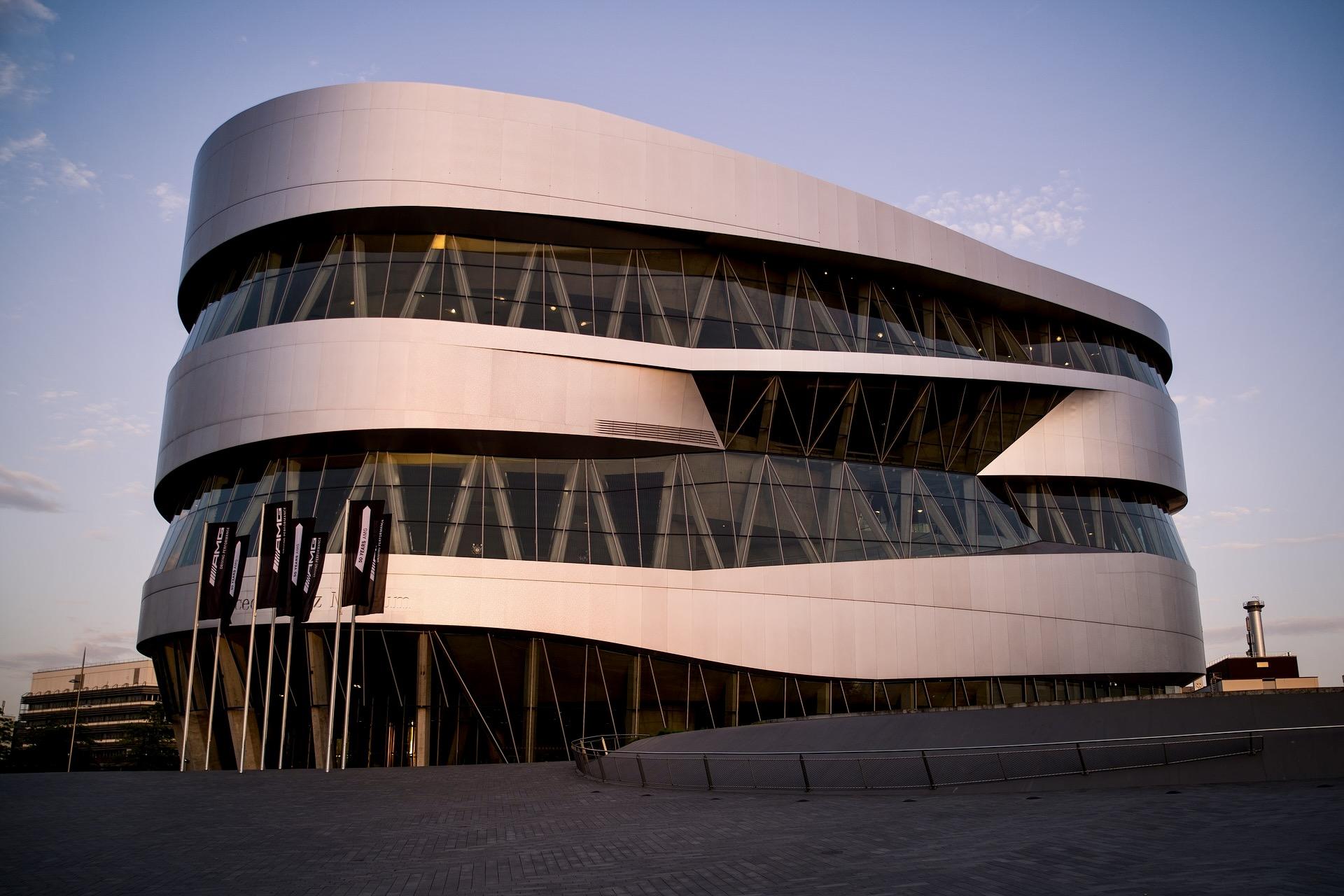 Eine der schönen Sehenswürdigkeiten in Baden-Württemberg ist das Mercedes-Benz Museum in Stuttgart