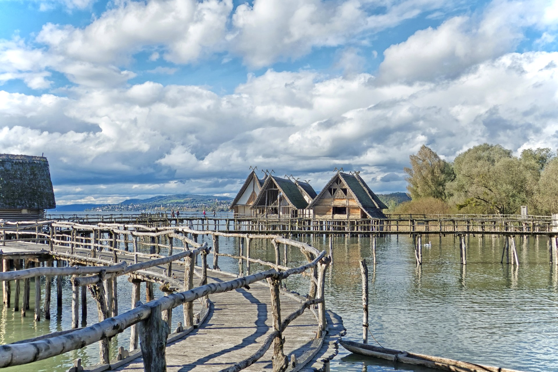 Zu den schönsten Sehenswürdigkeiten in Baden-Württemberg gehören die Pfahlbauten Unteruhldingen am Bodensee