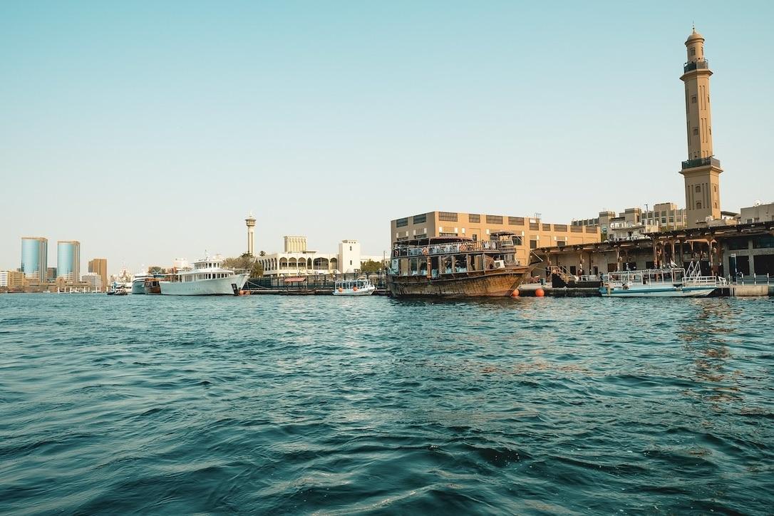 Eine Bootsfahrt in Dubai Creek