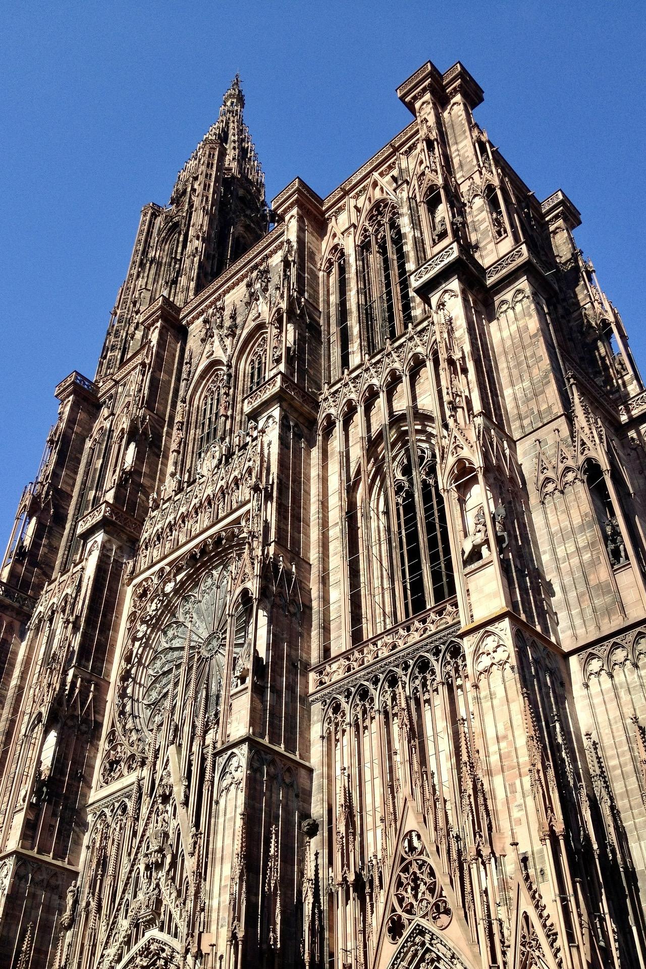 Straßbourg Münster gehört auch zu den Frankreich Sehenswürdigkeiten
