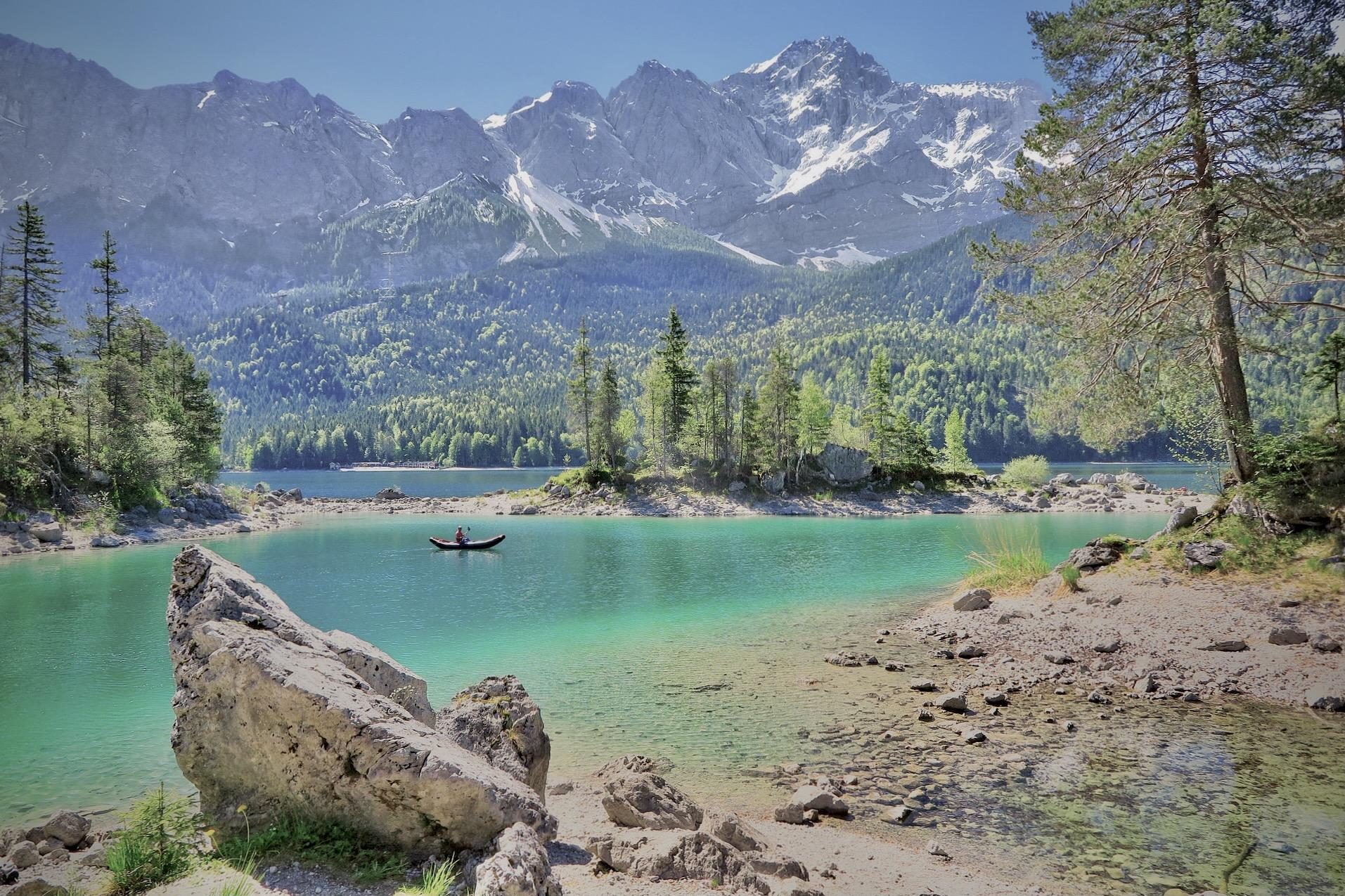 Der Eibsee in Oberbayern ist einer der schönsten Seen in Bayern