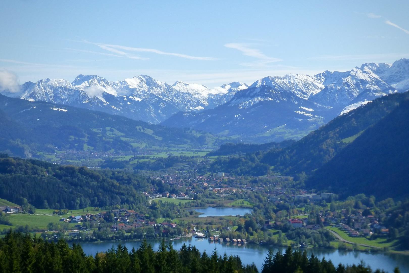 Unter den Seen in Bayern ist der große Alpsee ein beliebtes Ausflugsziel