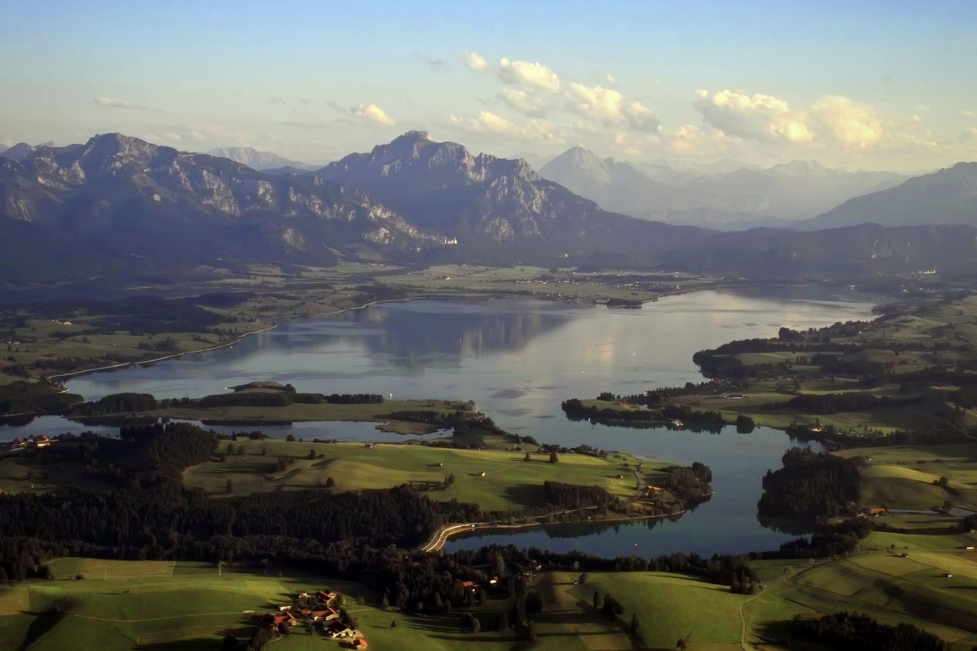 Unter den Seen in Bayern ist der Forggensee beliebt