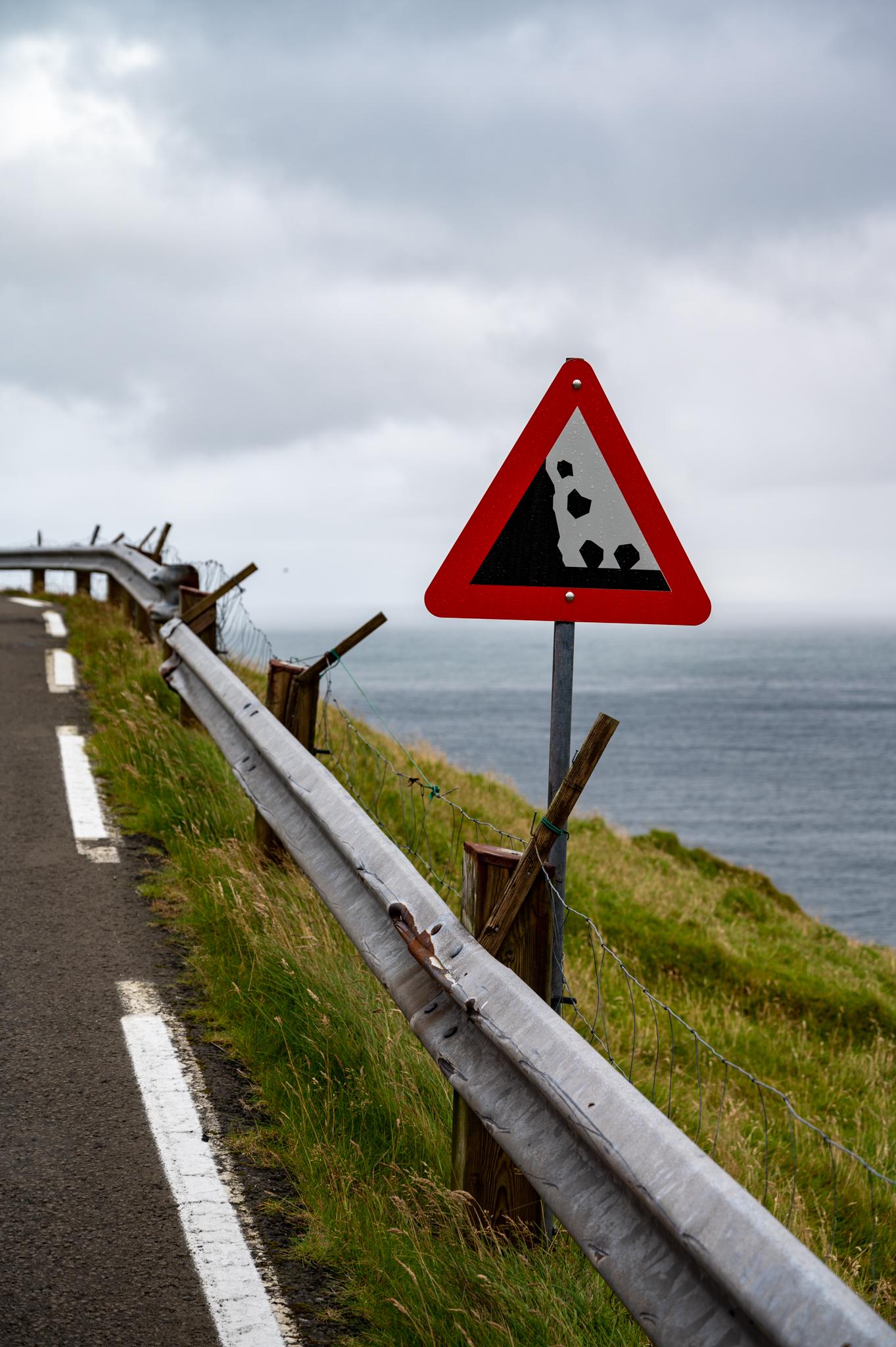 Achtung: Geröll auf den Färöer-Inseln
