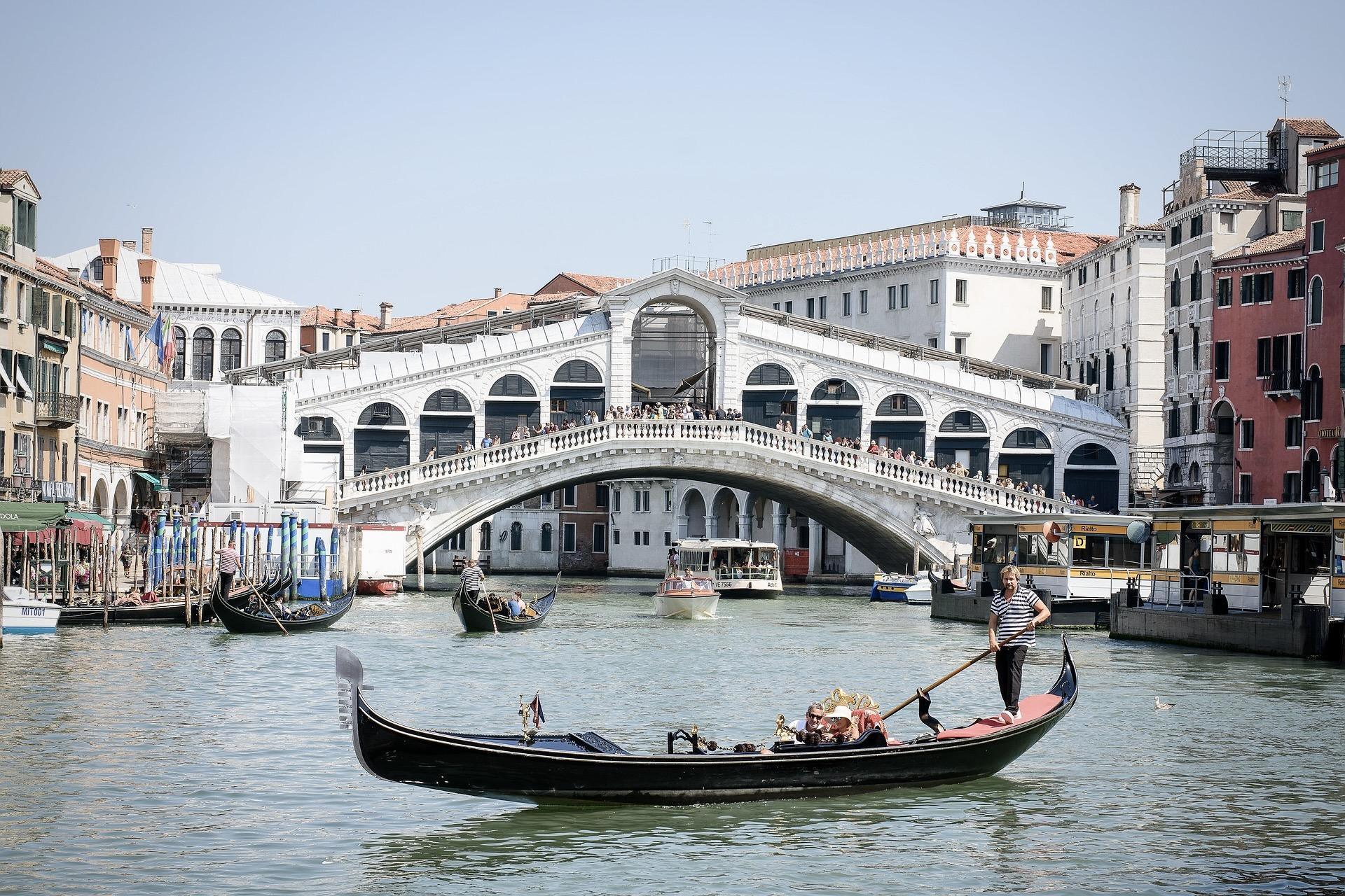 Die Rialtobrücke in Venedig