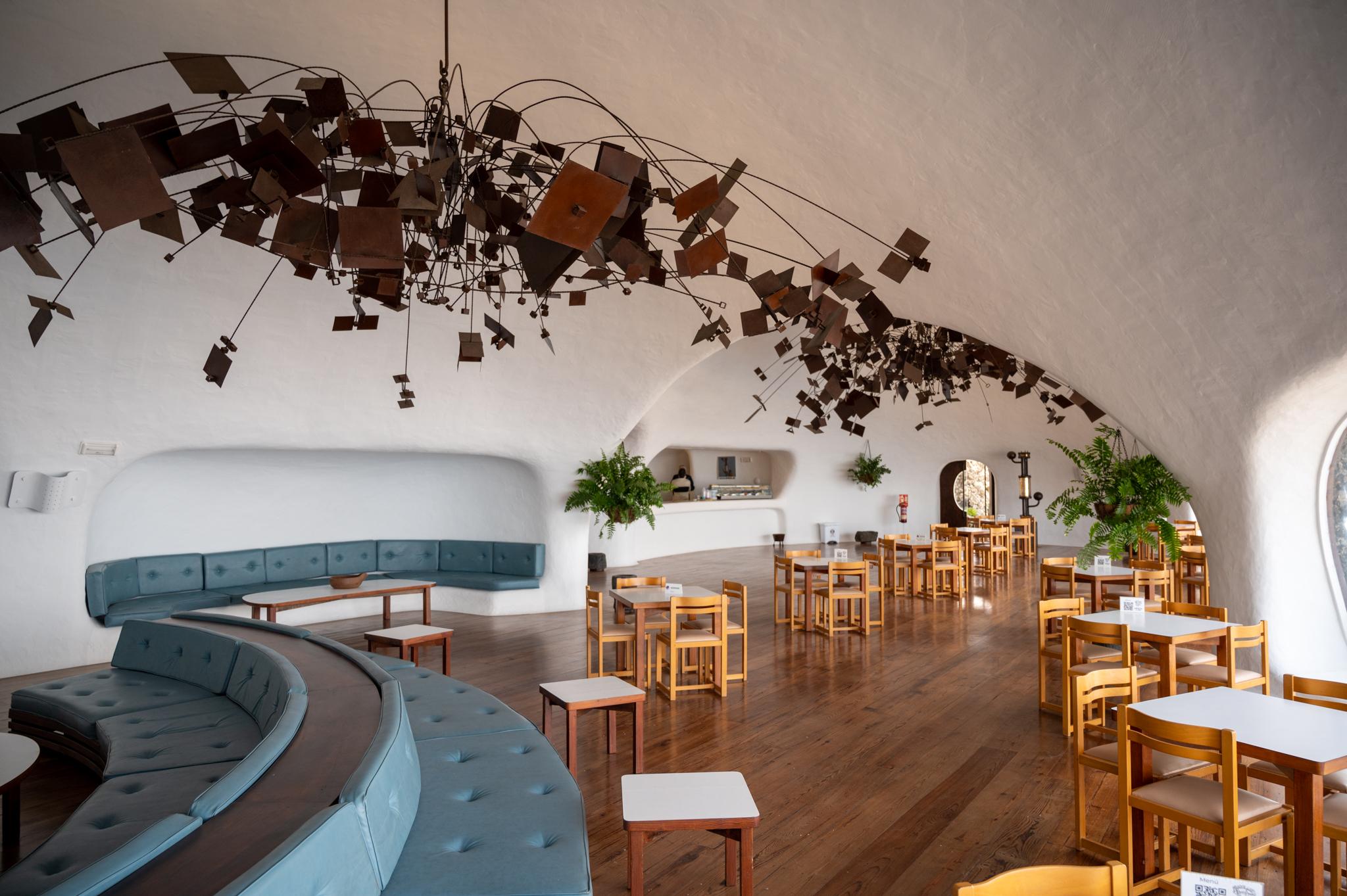 Restaurant im Mirador del Rio, einem Kunstwerk von César Manrique in Lanzarote