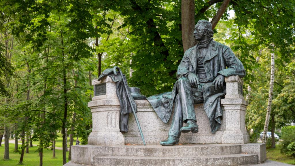 Neuruppin Tipps: Theodor Fontane Statue