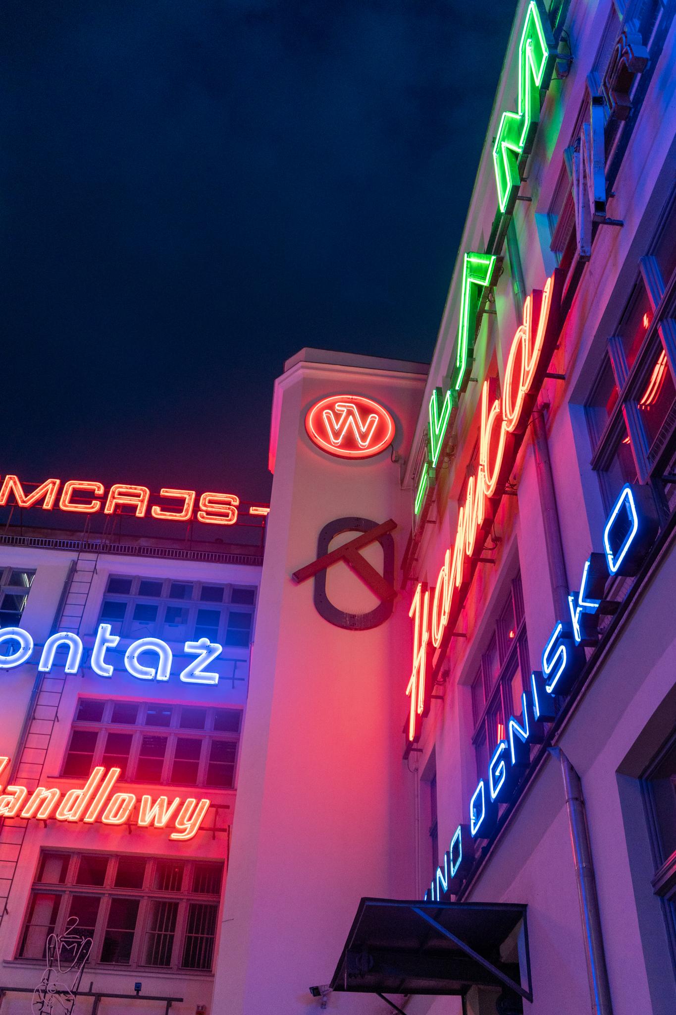 Neonschilder in Breslau